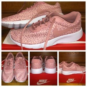 New in box- Nike Tanjun print (GS) Size- 5Y